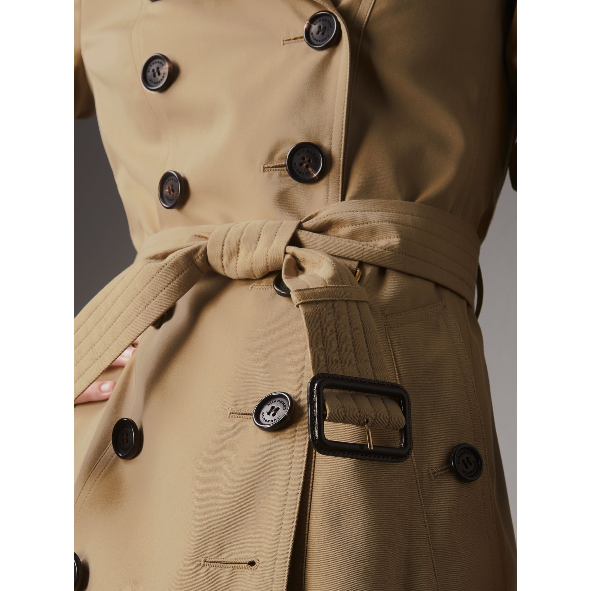 The Chelsea – Long Trench Coat in Honey - Women | Burberry United Kingdom - gallery image 6