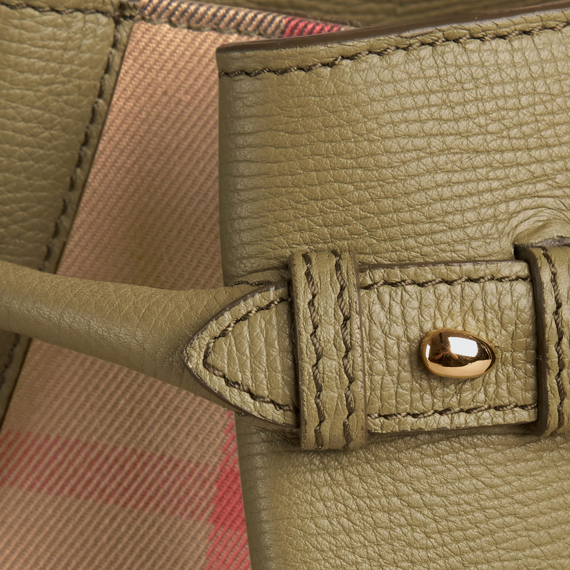 Sac The Banner medium en cuir et coton House check Vert Pistache Pâle - photo de la galerie 2