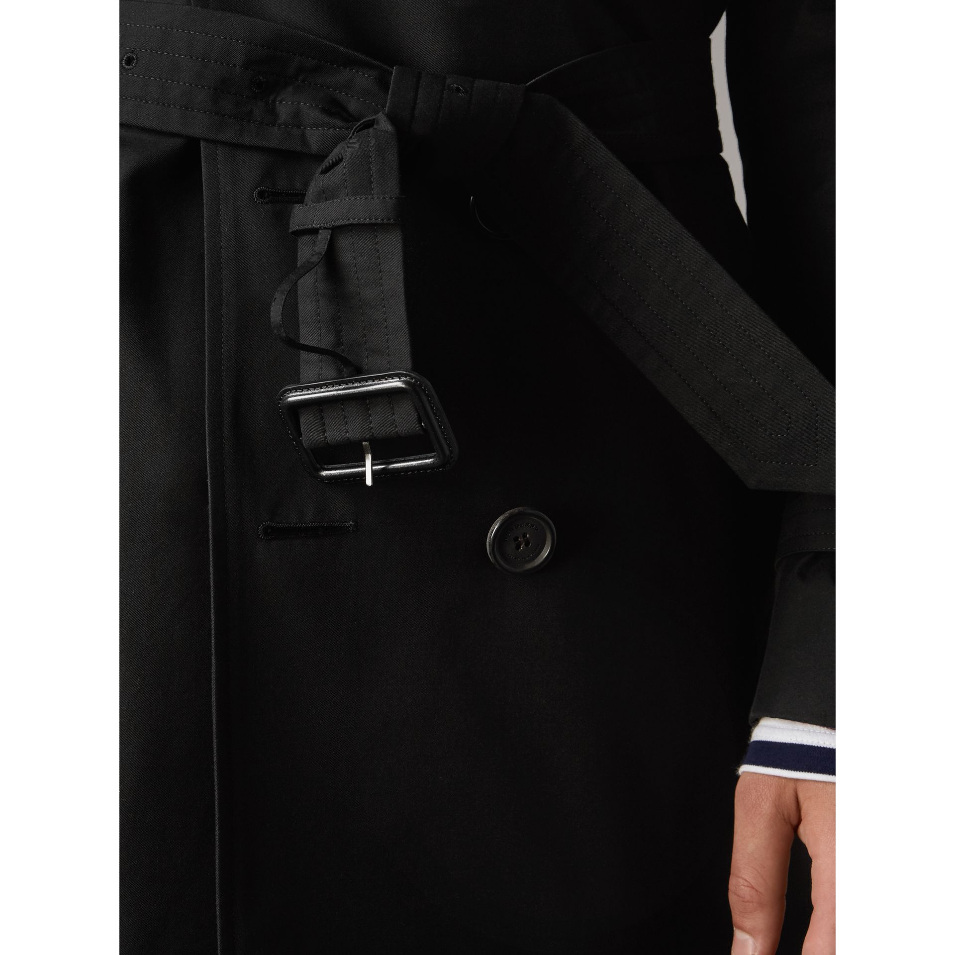 The Sandringham – Mid-length Heritage Trench Coat in Black - Men | Burberry - gallery image 5