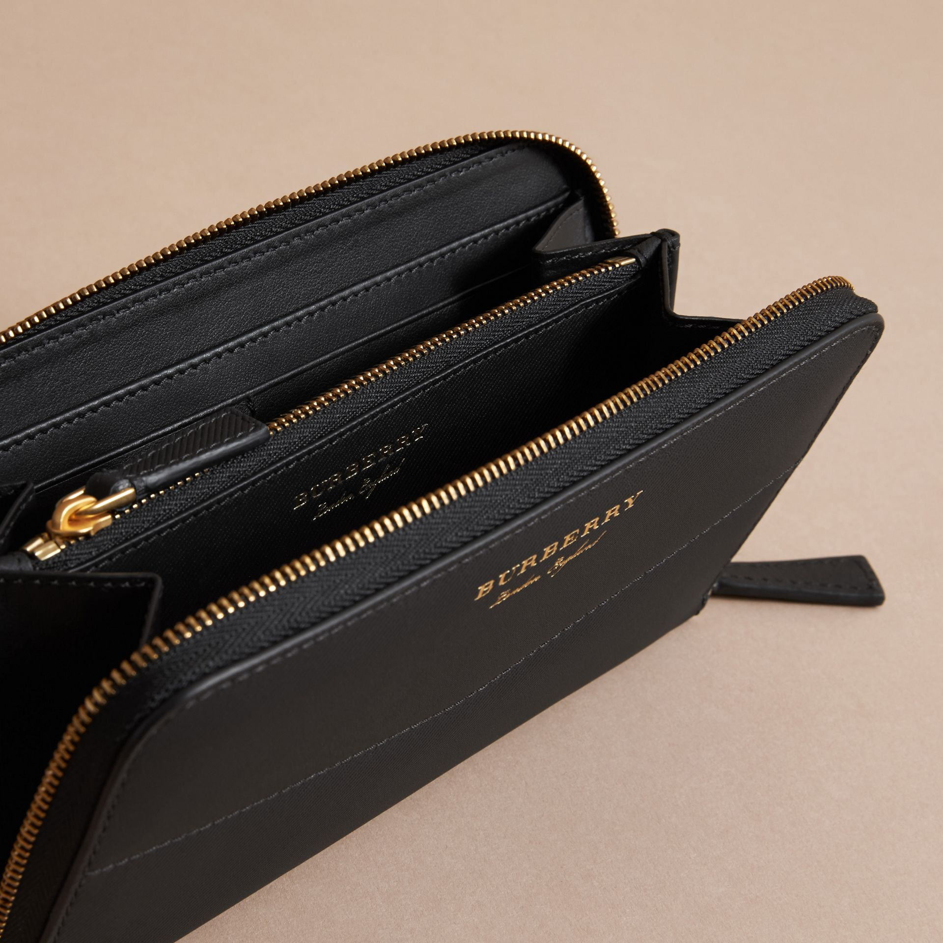 Trench Leather Ziparound Wallet in Black - Women | Burberry Hong Kong - gallery image 5