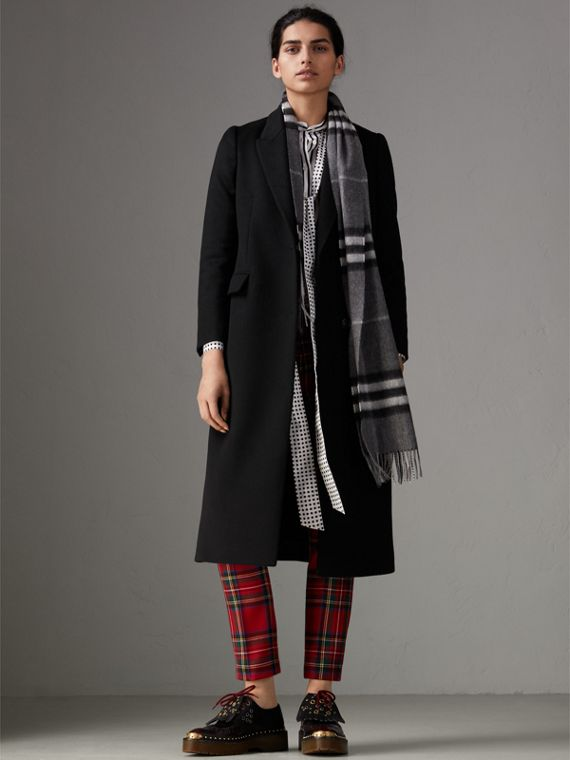 The Classic Check Cashmere Scarf in Mid Grey | Burberry Singapore - cell image 2