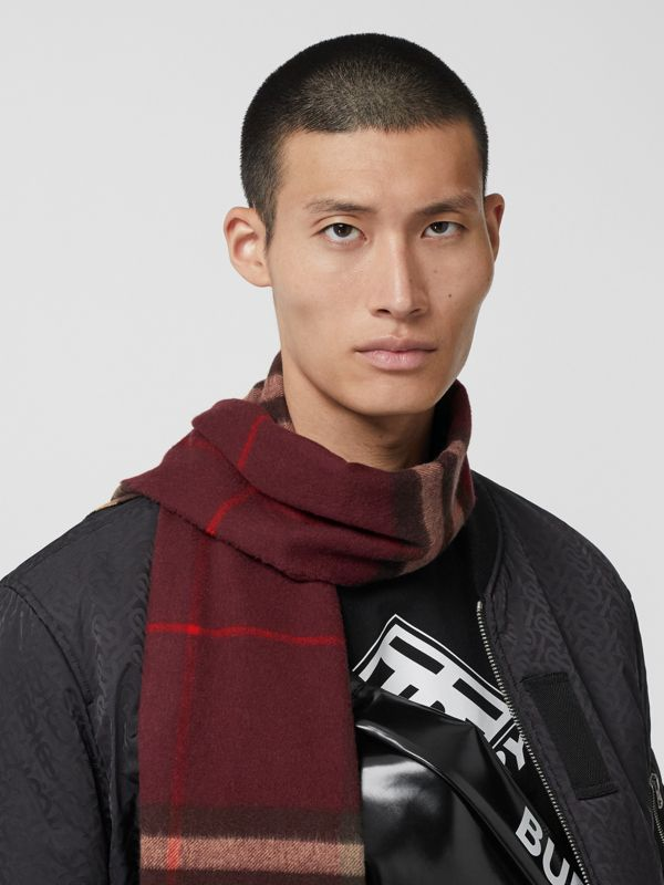 The Classic Check Cashmere Scarf in Burgundy | Burberry United Kingdom - cell image 3