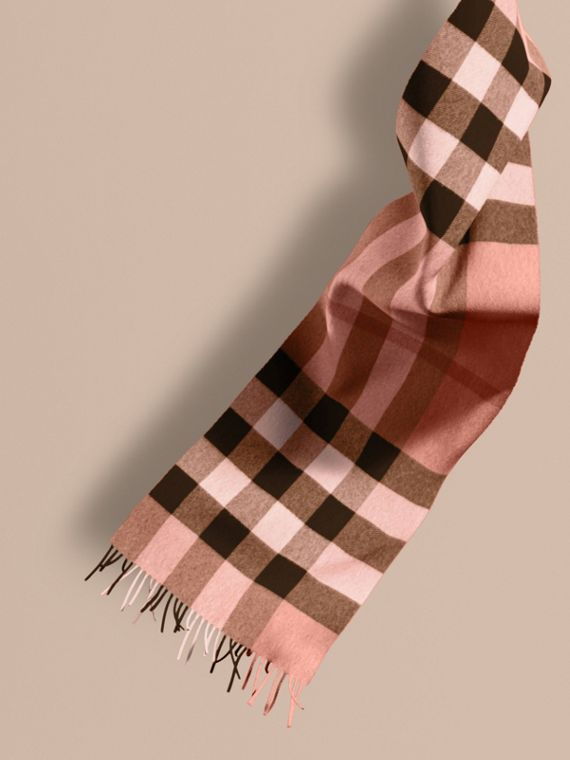 The Large Classic Cashmere Scarf in Check Rose