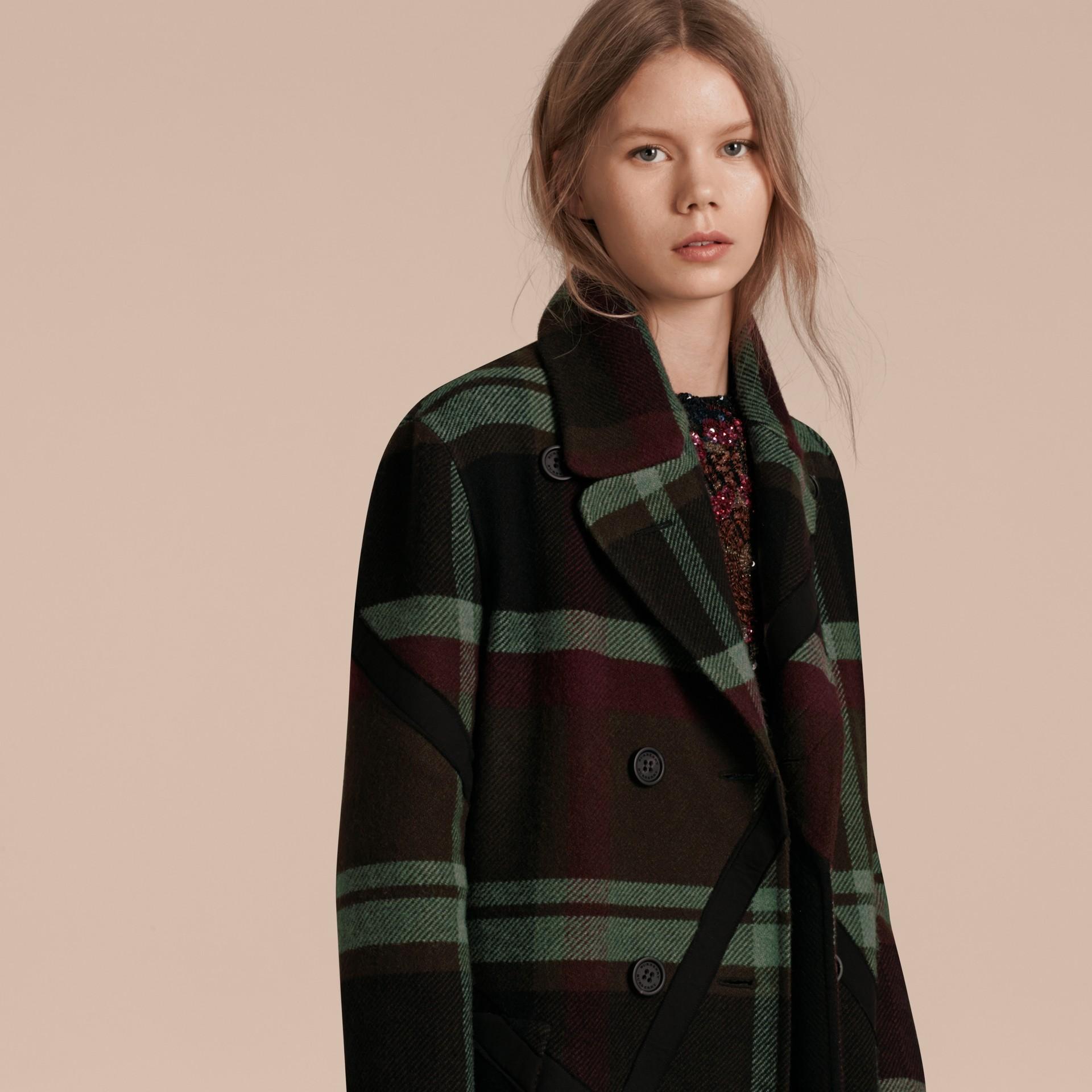 Vert militaire Manteau non doublé à double boutonnage en laine tartan - photo de la galerie 6