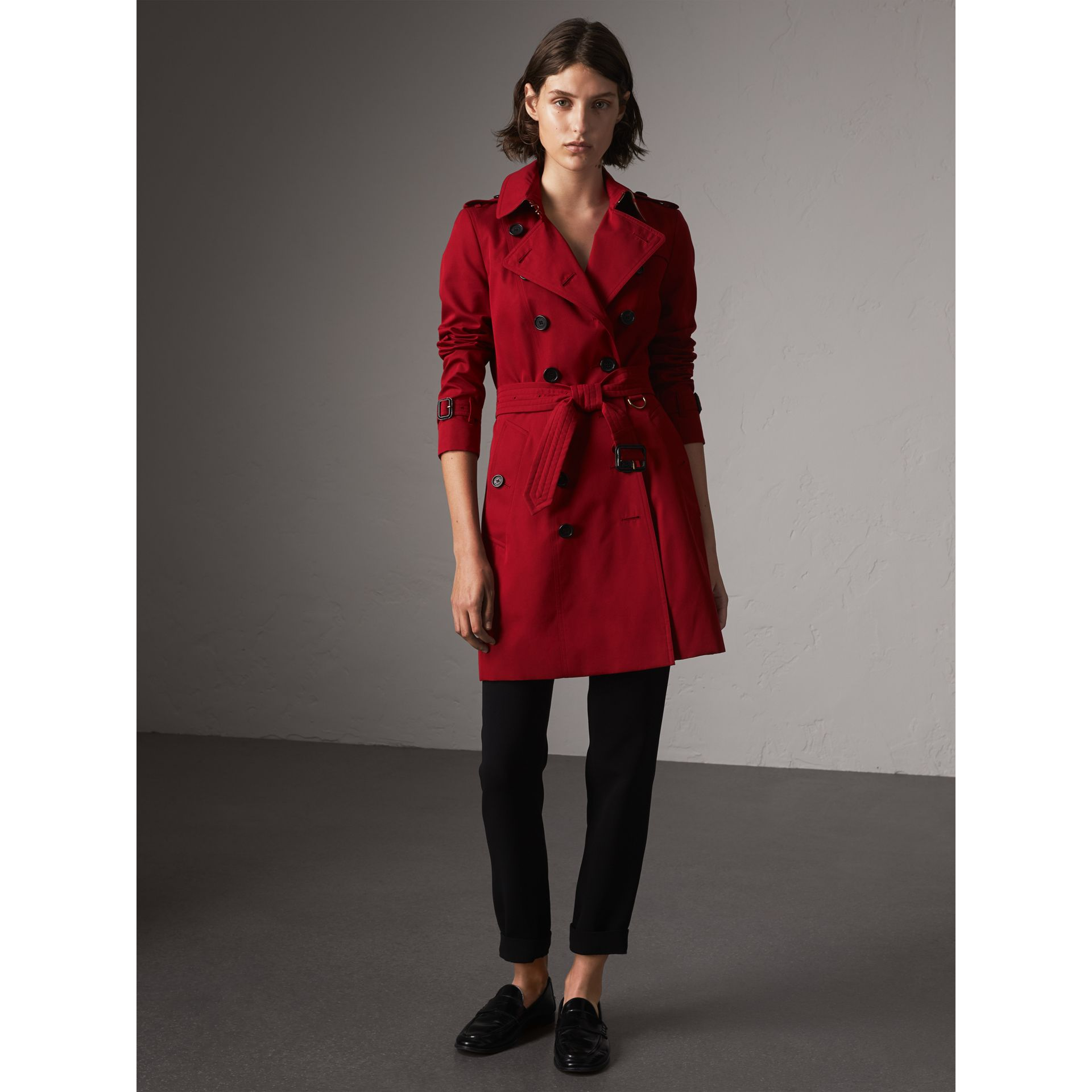 The Chelsea – Mid-length Heritage Trench Coat in Parade Red - Women | Burberry Singapore - gallery image 7