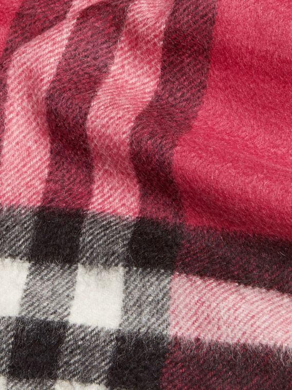 Fuchsia pink The Mini Classic Cashmere Scarf in Check Fuchsia Pink - cell image 3