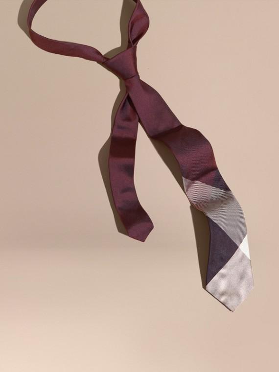Cravatta dal taglio moderno in seta jacquard con motivo check Borgogna Bruno