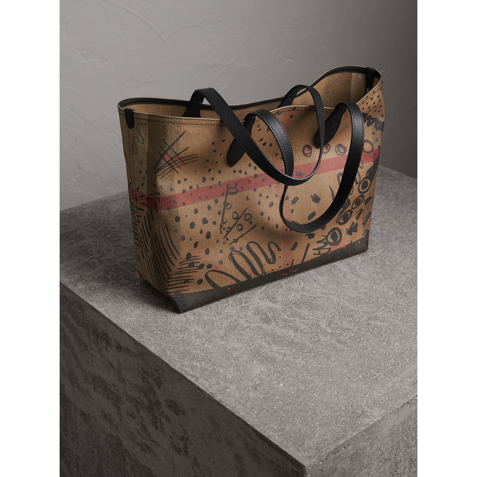 Borsa tote The Doodle media reversibile (Classic Check) | Burberry - immagine della galleria 5