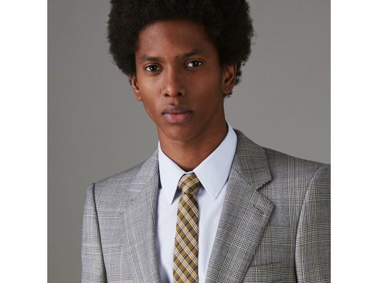 Cravatta dal taglio moderno in seta con intreccio jacquard e motivo tartan (Giallo Zafferano) - Uomo | Burberry - cell image 2