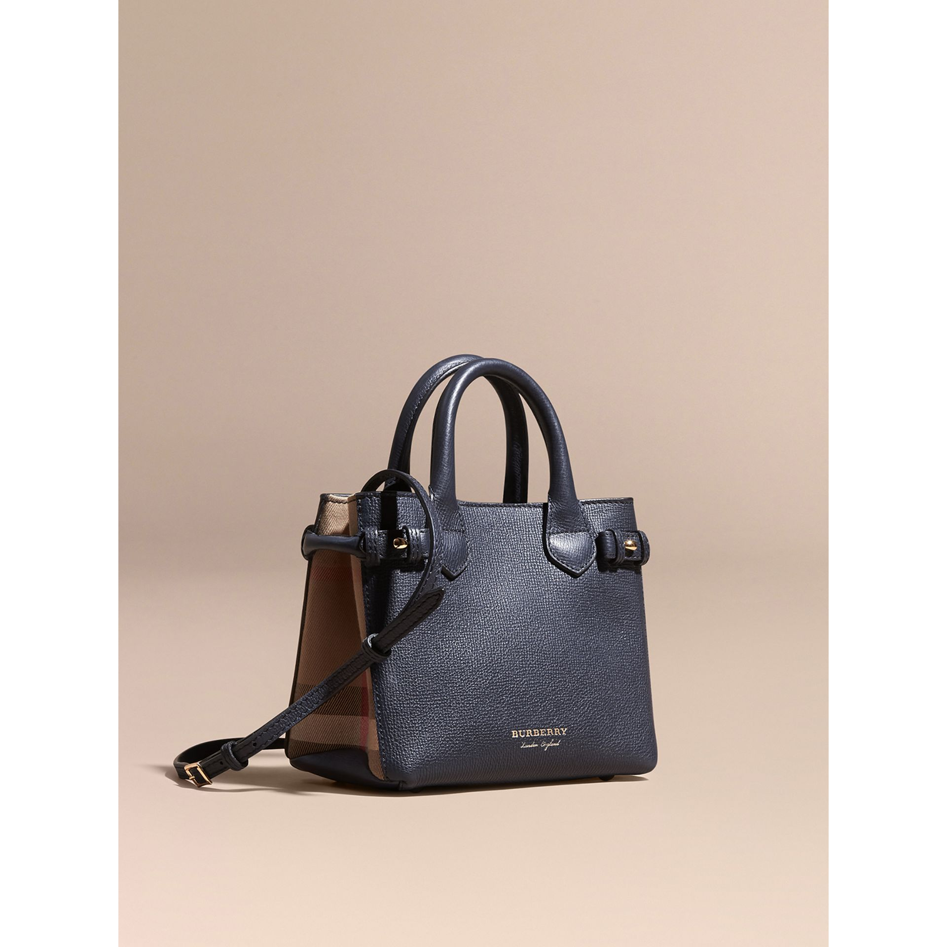 The Baby Banner en cuir et coton House check (Bleu Encre) - Femme | Burberry - photo de la galerie 1
