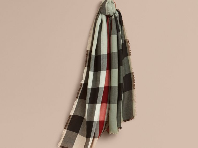 The Lightweight Cashmere Scarf in Ombré Check Apple Green - cell image 4