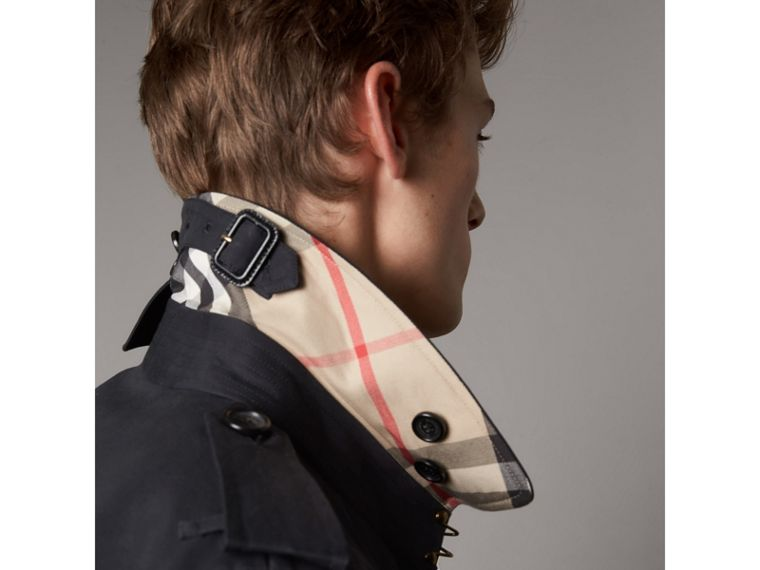 The Kensington – Short Heritage Trench Coat in Navy - Men | Burberry Singapore - cell image 4