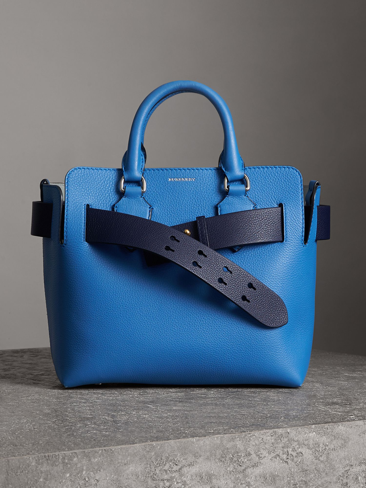 The Small Belt Bag aus Leder (Hortensienblau)