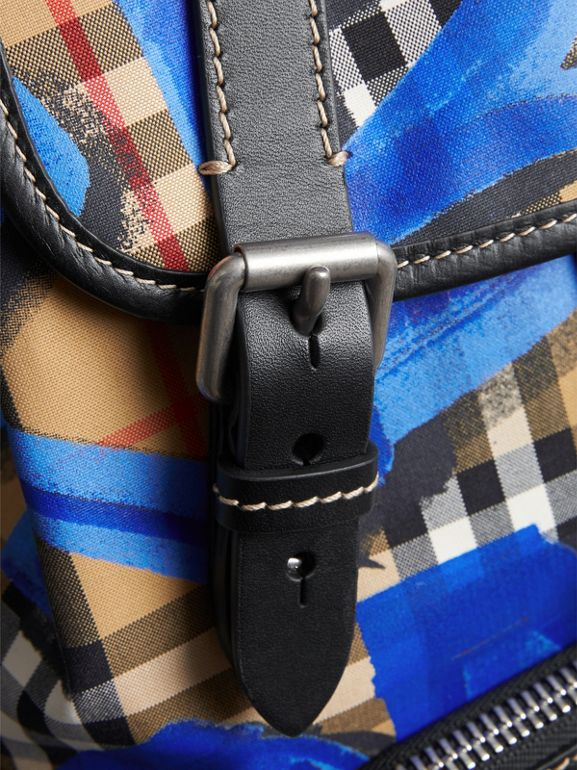 The Medium Rucksack mit Vintage Check- und Graffitimuster (Schwarz) - Damen | Burberry - cell image 1