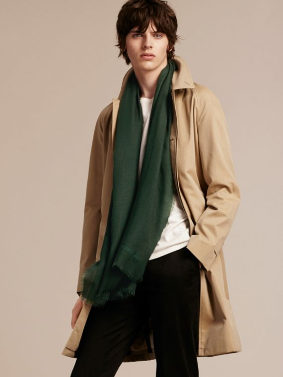 The Lightweight Cashmere Scarf Dark Forest Green - cell image 3