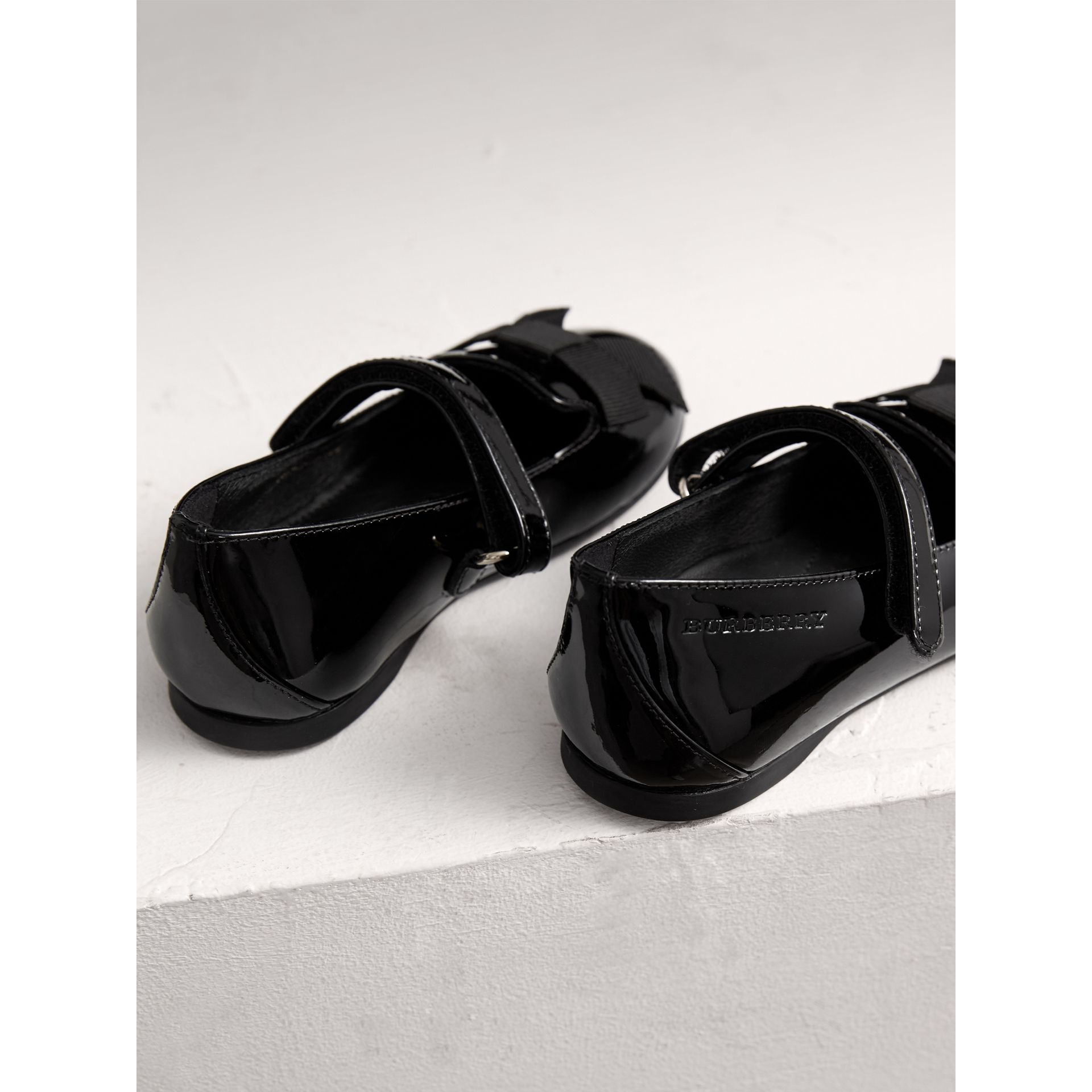 Bow Detail Patent Leather Ballerinas in Black | Burberry - gallery image 3