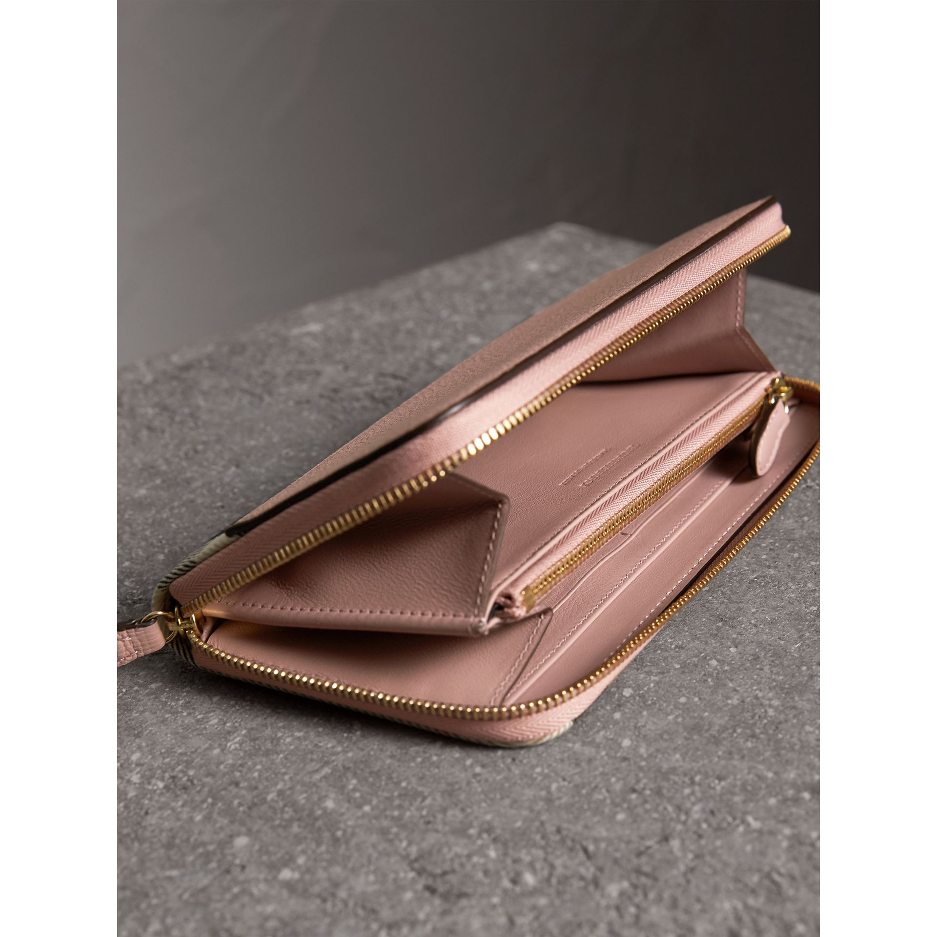 House Check and Leather Ziparound Wallet in Pale Orchid - Women | Burberry United Kingdom - gallery image 4