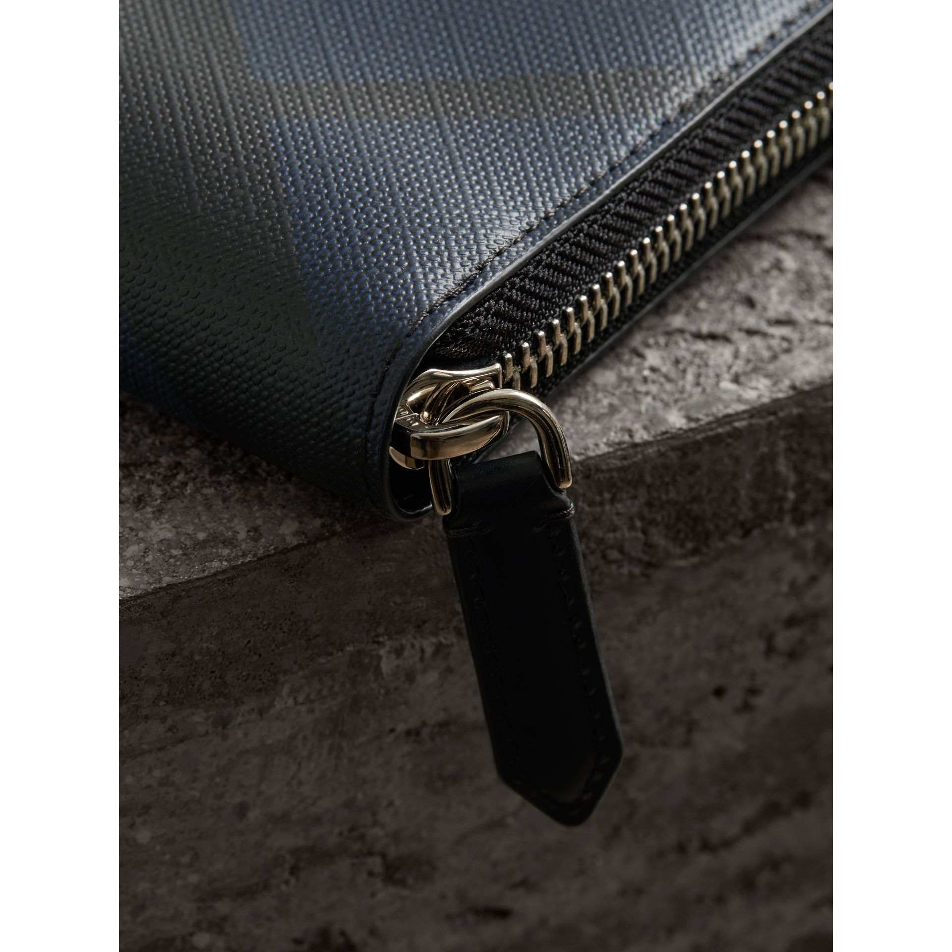 London Check Ziparound Wallet in Navy/black - Men | Burberry - gallery image 2