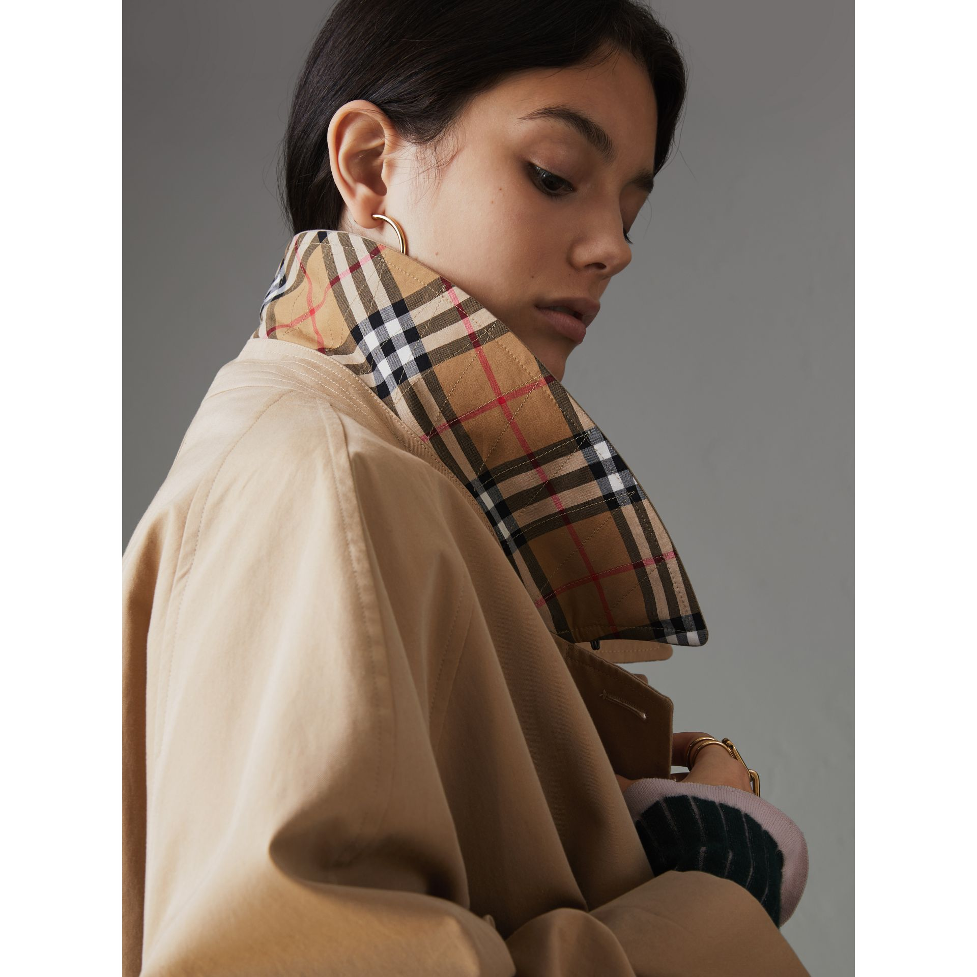 Painted Button Tropical Gabardine Car Coat in Honey - Women | Burberry Canada - gallery image 4