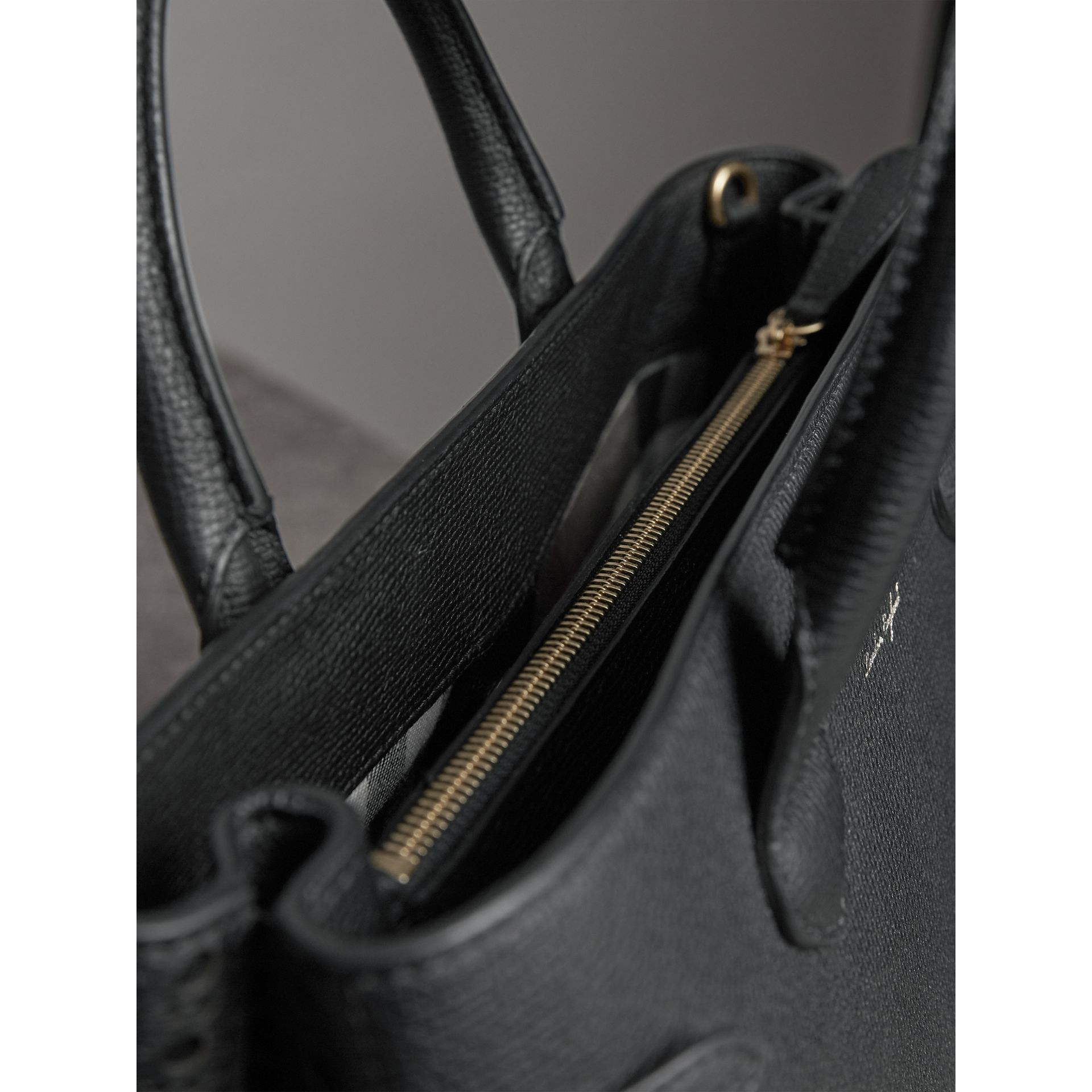Sac The Banner moyen de style richelieu (Noir) - Femme | Burberry Canada - photo de la galerie 5