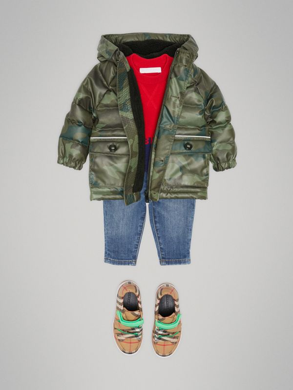 Wattierte Daunenjacke in Camouflage-Optik (Khakifarben) - Kinder | Burberry - cell image 2