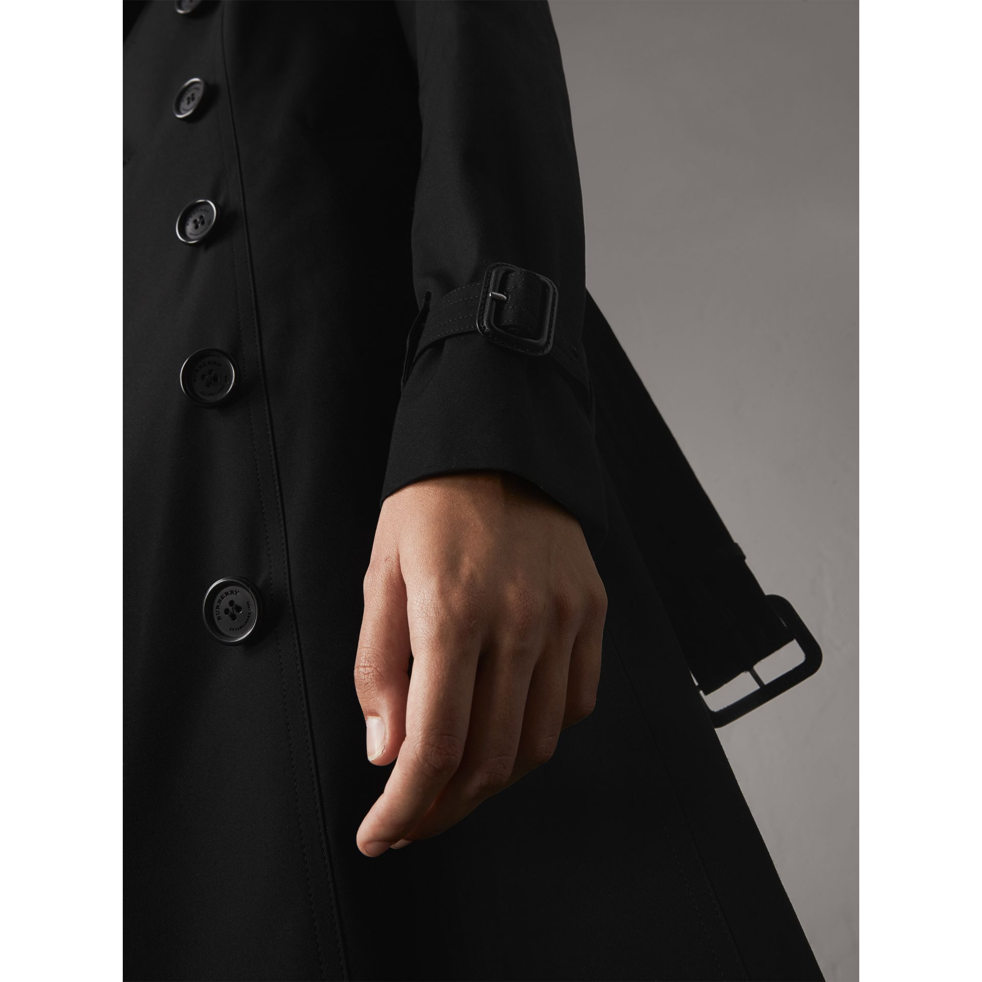 The Sandringham – Long Trench Coat in Black - Women | Burberry - gallery image 6