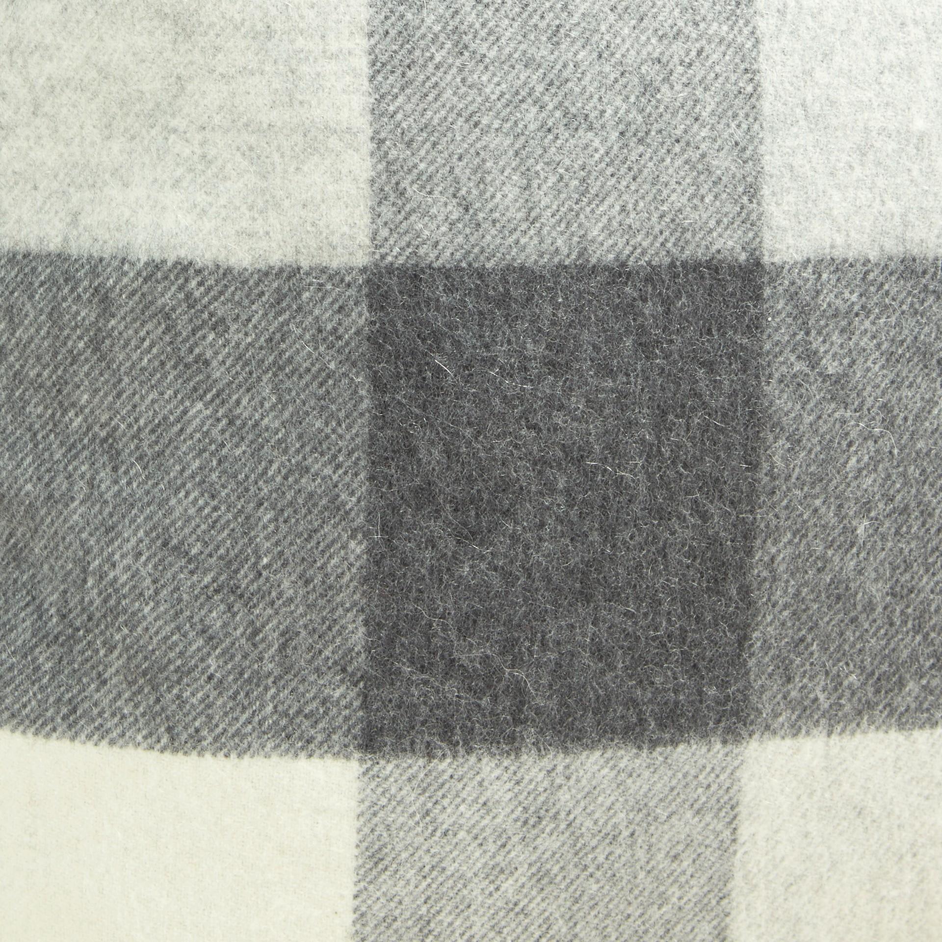 Gris pâle Housse de coussin en cachemire à motif check Gris Pâle - photo de la galerie 2