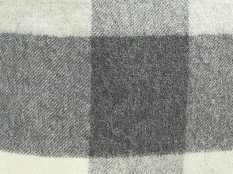 Gris pâle Housse de coussin en cachemire à motif check Gris Pâle - cell image 1