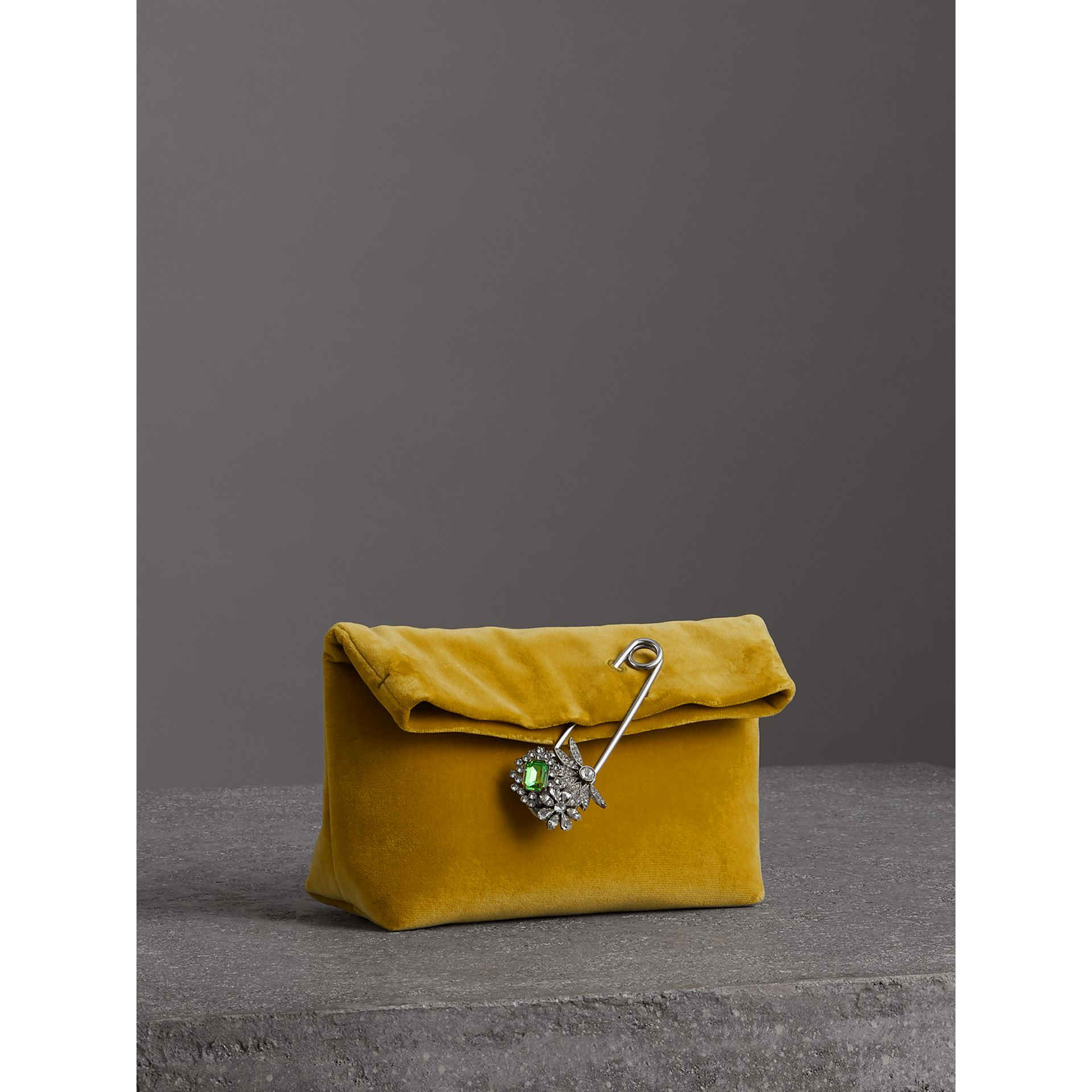 Petit clutch The Pin en velours (Jaune Mélèze) - Femme | Burberry - photo de la galerie 6