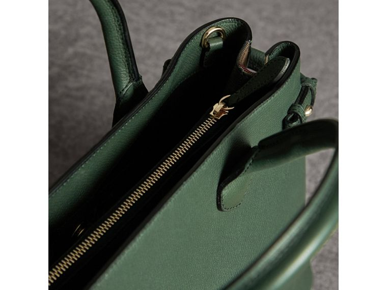 The Medium Banner in Leather and House Check in Dark Bottle Green - Women | Burberry - cell image 4