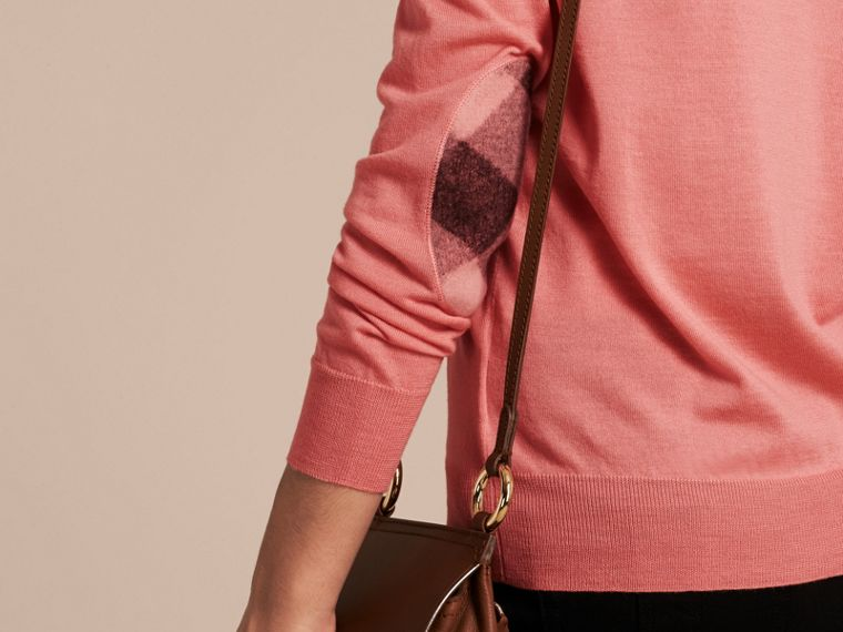 Check Detail Merino Wool Crew Neck Sweater Pale Rose Pink - cell image 4