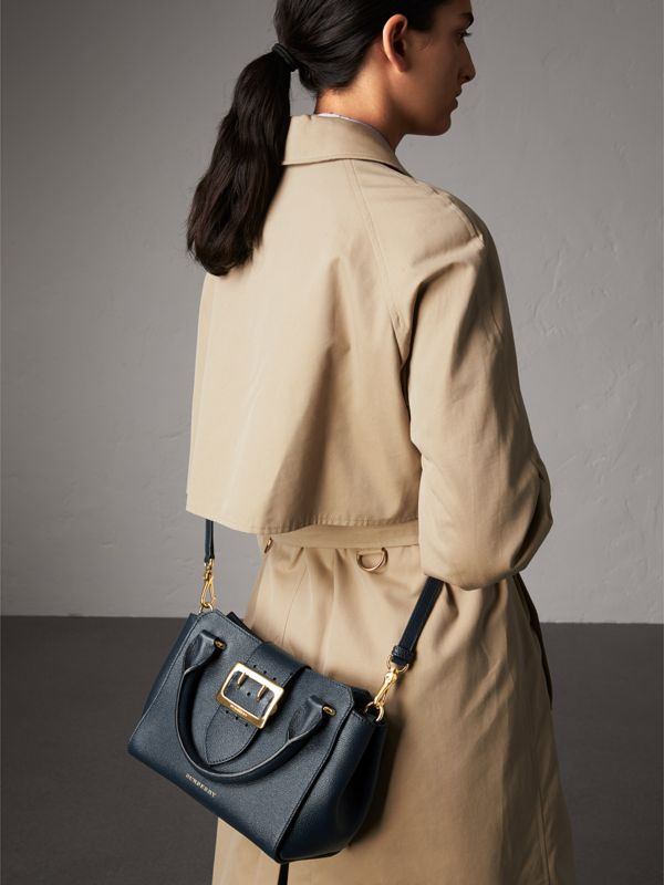 The Small Buckle Tote in Grainy Leather in Blue Carbon - Women | Burberry - cell image 2