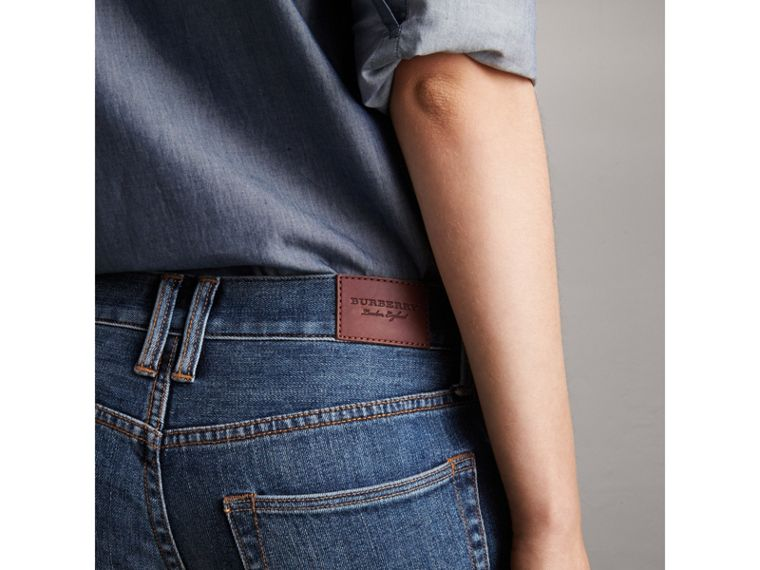 Relaxed Fit Mid-Indigo Jeans - Women | Burberry United States - cell image 1