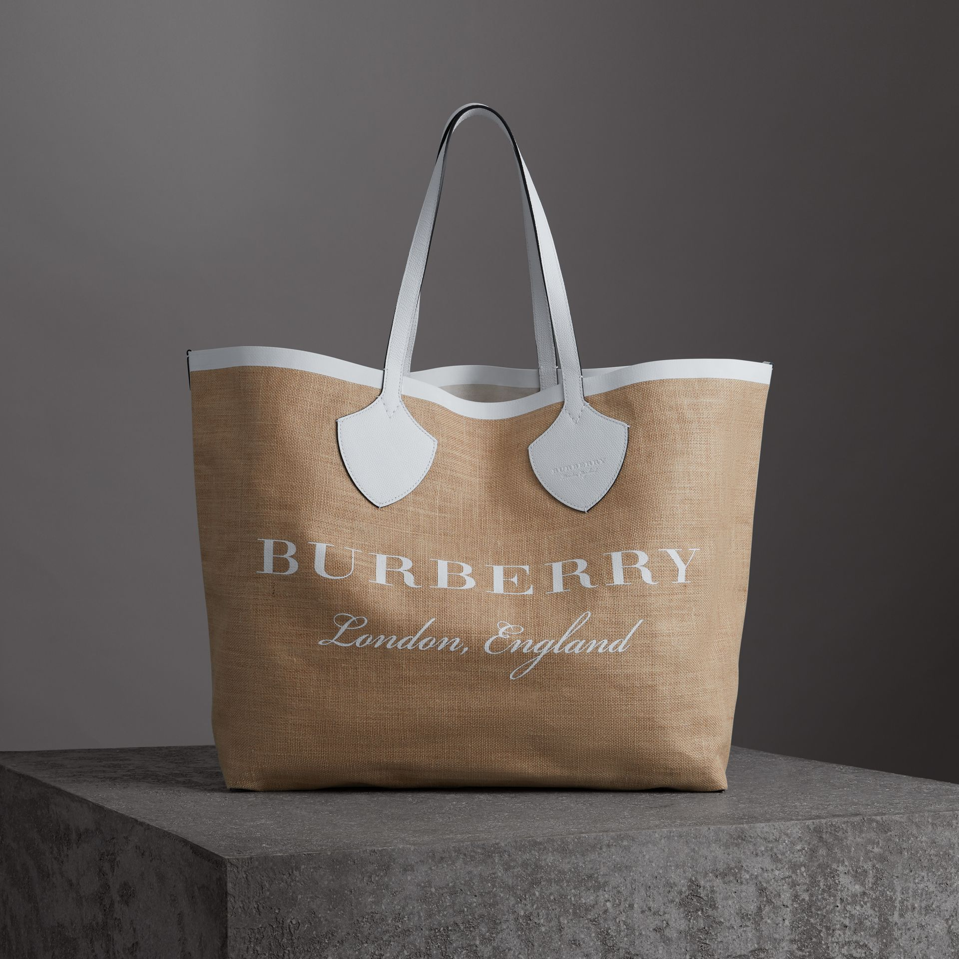 The Giant Tote in Logo Print Jute in Chalk White - Women | Burberry - gallery image 0