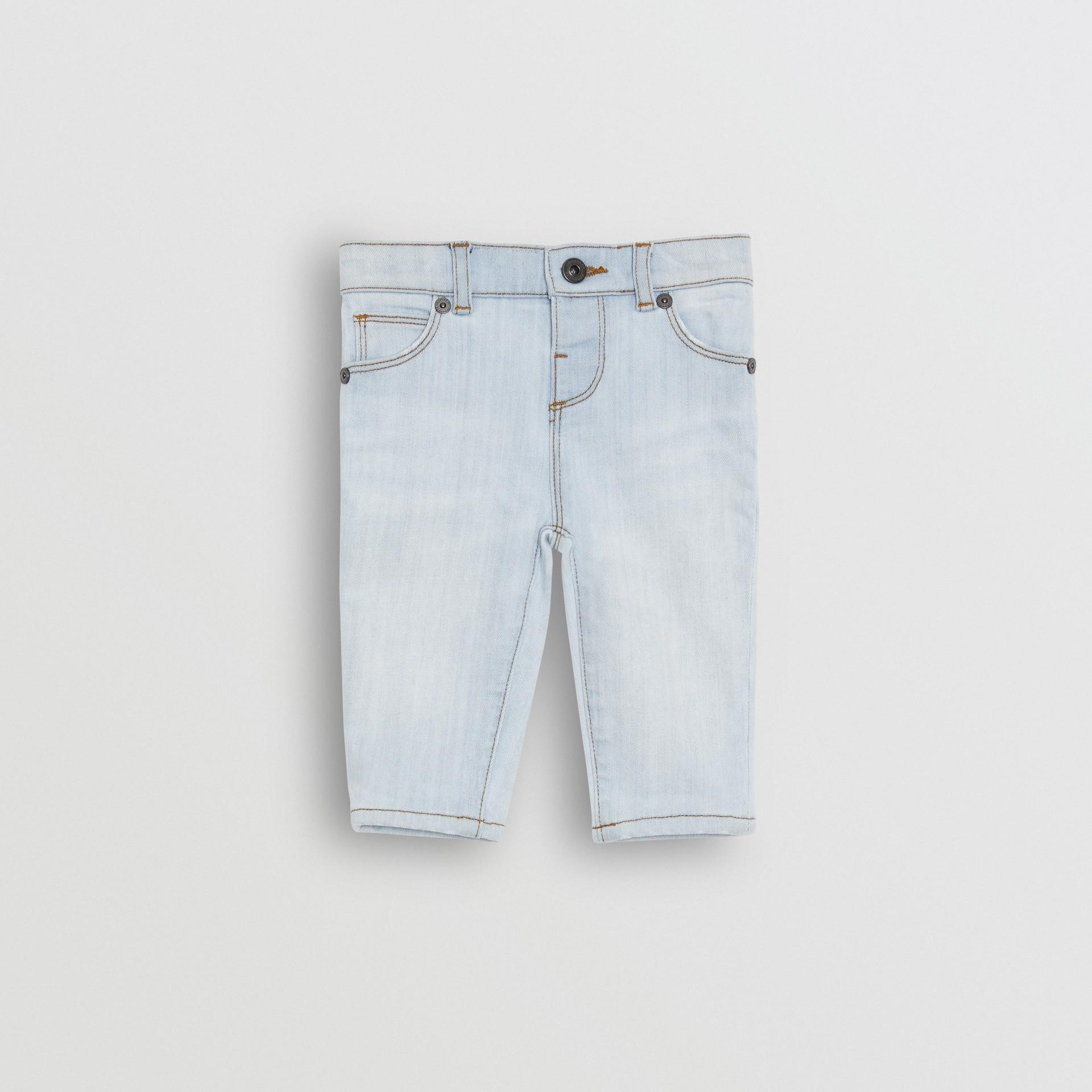 Jean skinny en denim extensible (Bleu Clair) - Enfant | Burberry Canada - photo de la galerie 0