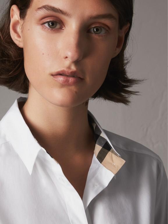 Camisa de algodão stretch com detalhe em xadrez (Branco) - Mulheres | Burberry - cell image 1