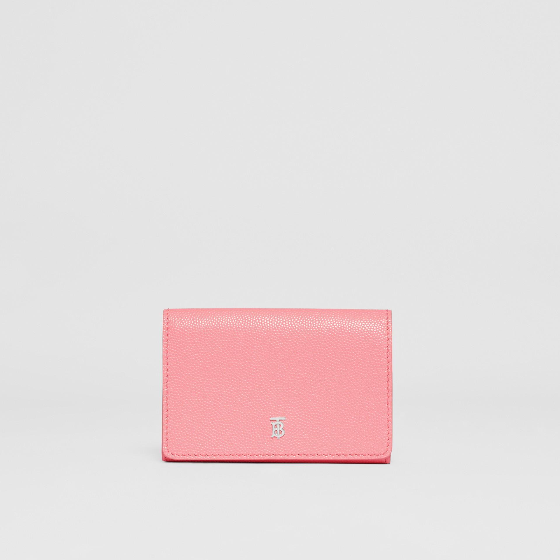 Petit portefeuille à rabat en cuir grainé (Barbe À Papa/palladio) - Femme | Burberry - photo de la galerie 0
