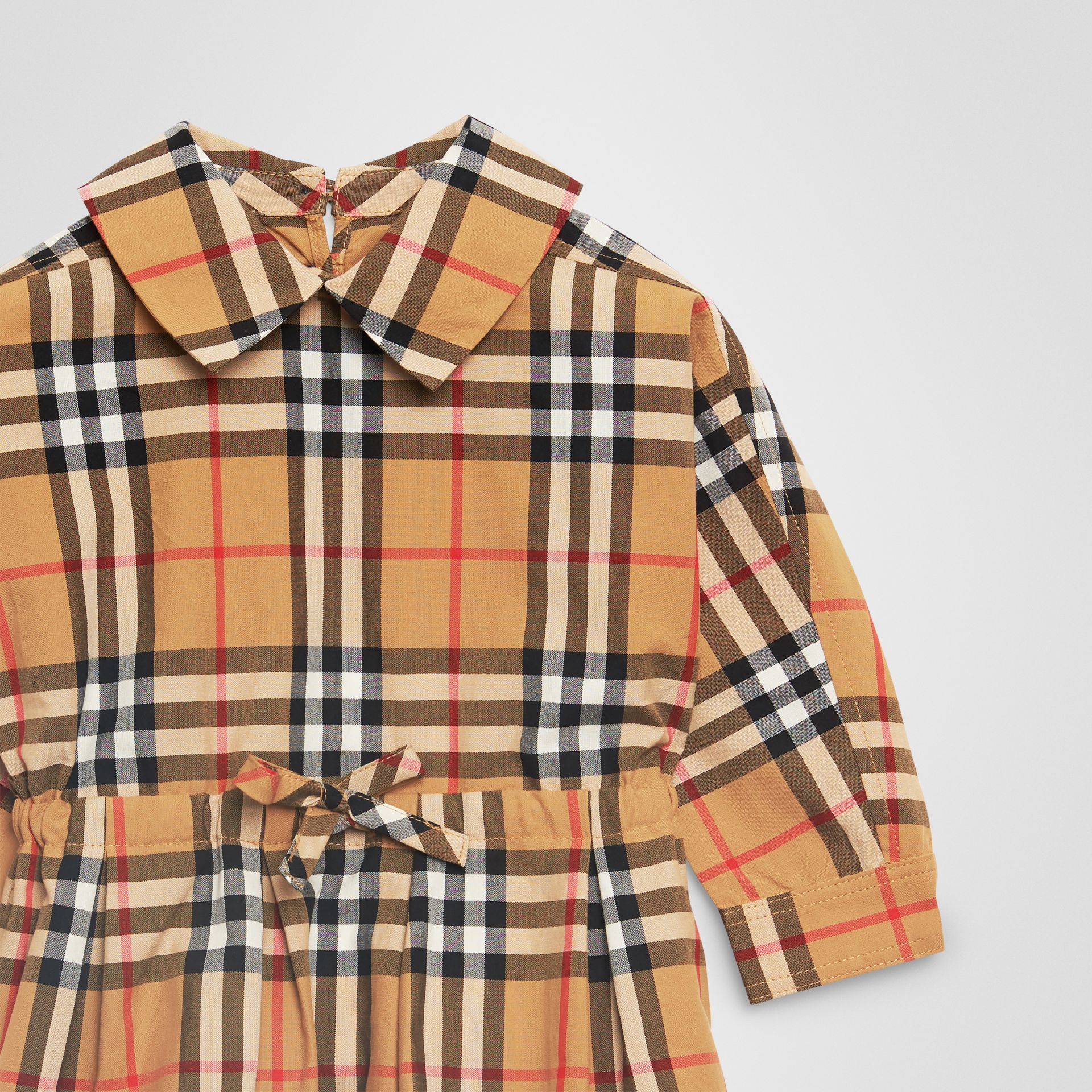 Robe à cordon de serrage en coton à motif Vintage check (Jaune Antique) - Enfant | Burberry - photo de la galerie 4