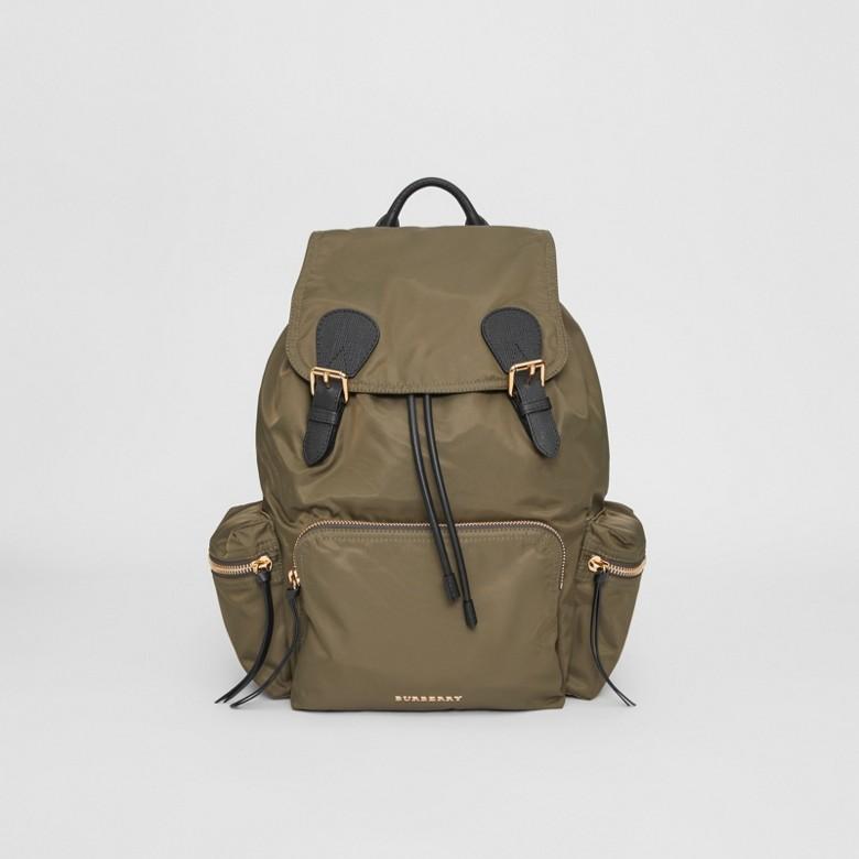 Burberry - Grand sac The Rucksack en nylon technique et cuir - 1