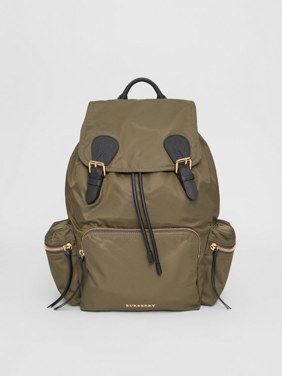 Grand sac The Rucksack en nylon technique et cuir (Vert Toile)