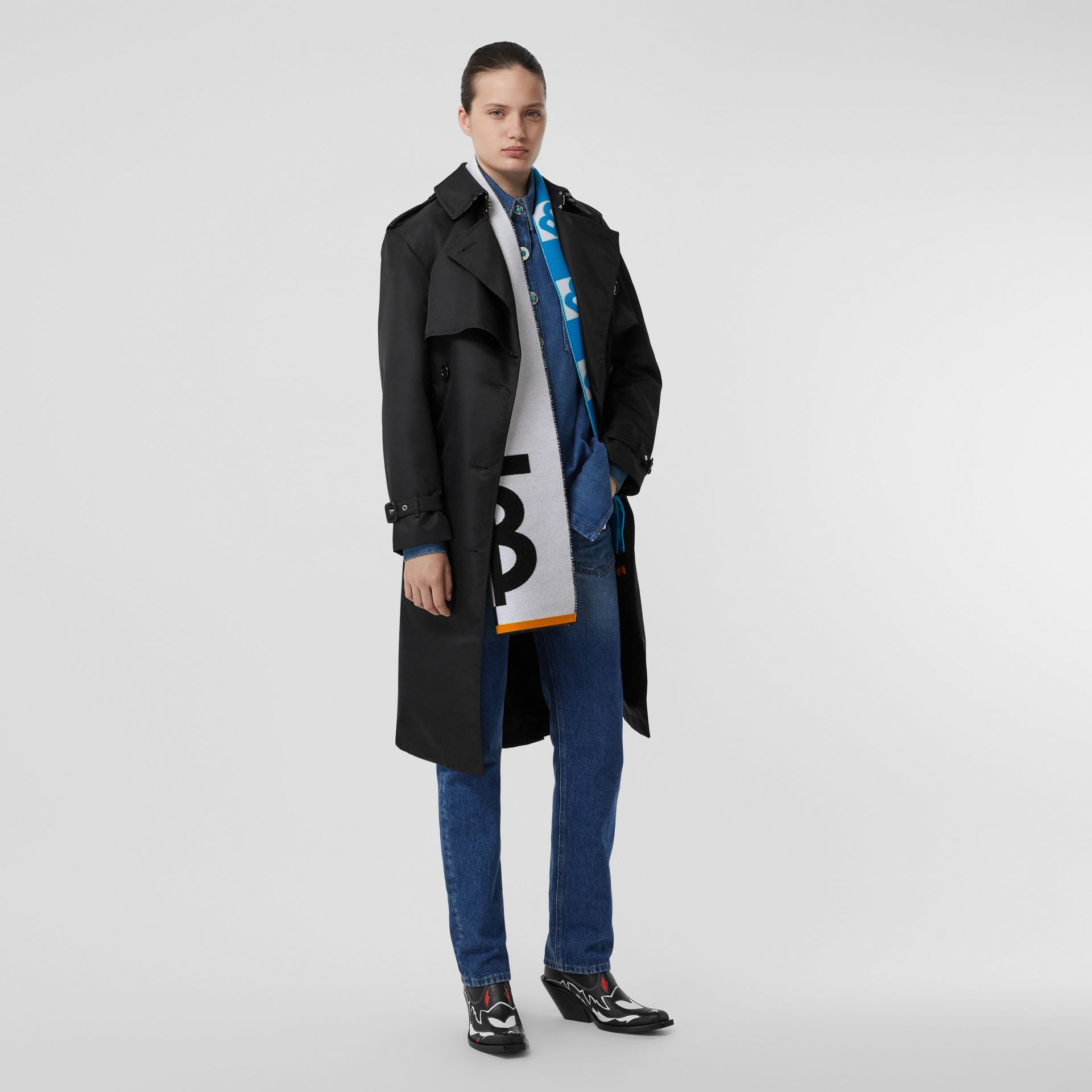 Contrast Logo Graphic Wool Silk Jacquard Scarf in Azure Blue | Burberry - gallery image 6