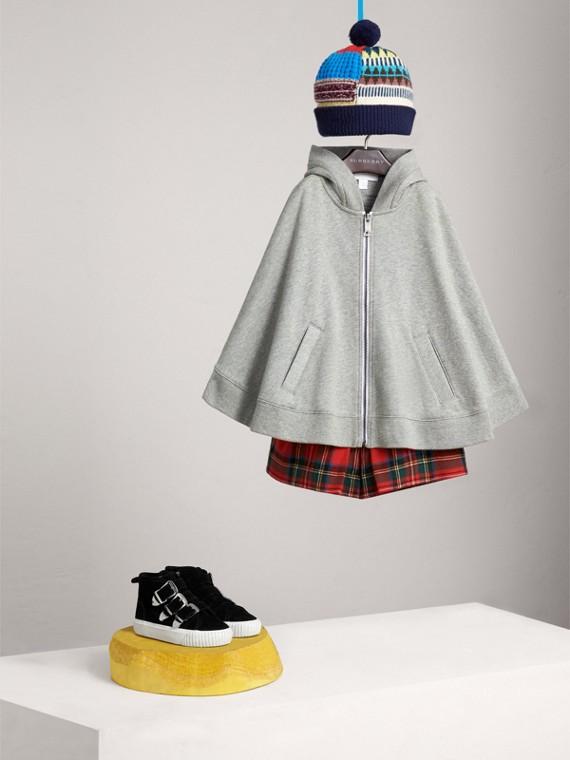 Capa con capucha en tejido jersey de algodón con motivo bordado (Mezcla  Gris)