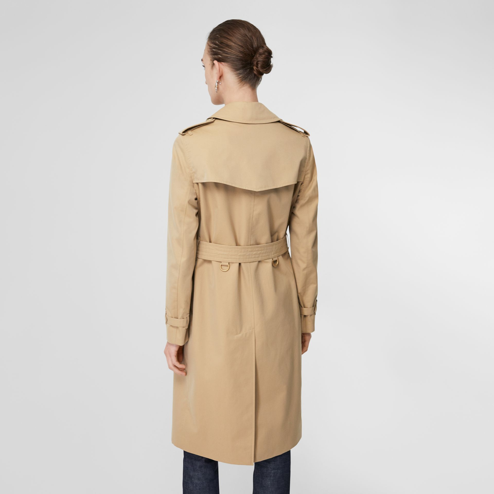 The Long Kensington Heritage Trench Coat in Honey - Women | Burberry - gallery image 2