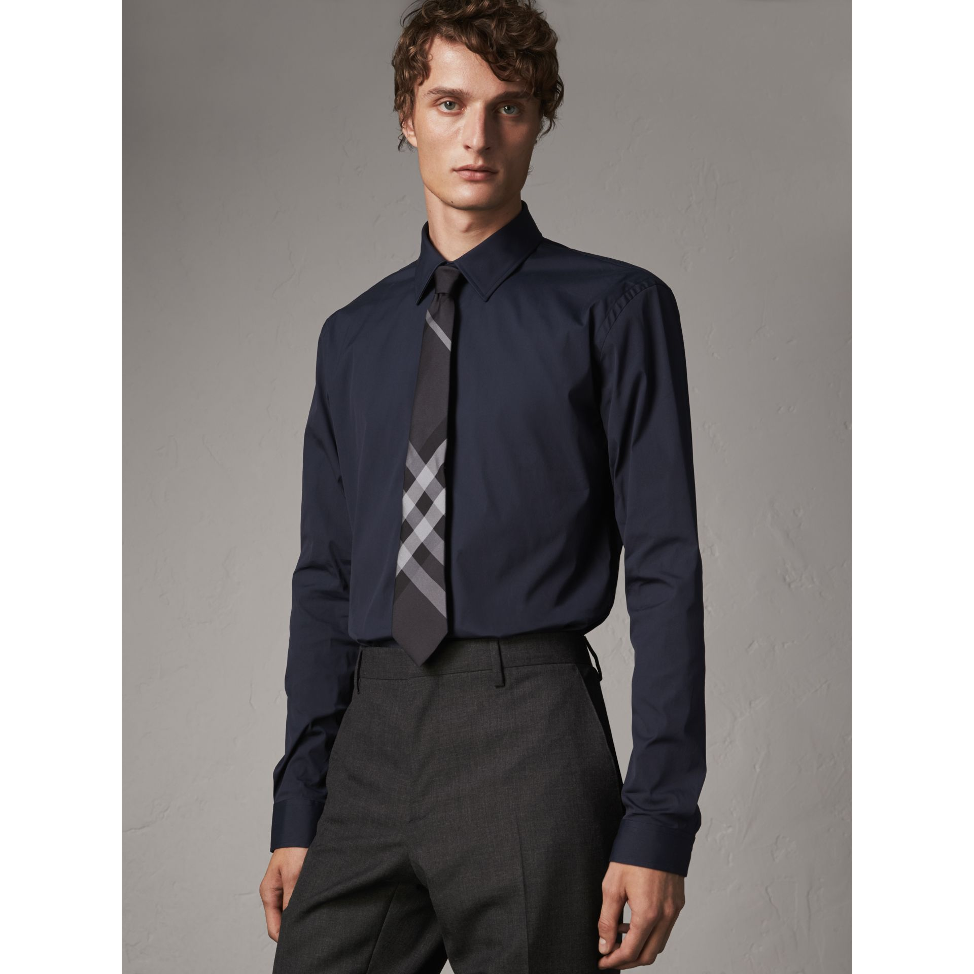 Modern Fit Stretch Cotton Shirt in Navy - Men | Burberry Hong Kong - gallery image 1