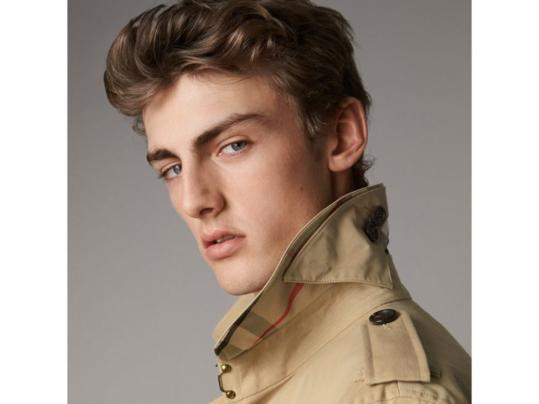 The Kensington – Short Trench Coat in Honey - Men | Burberry United States - cell image 1