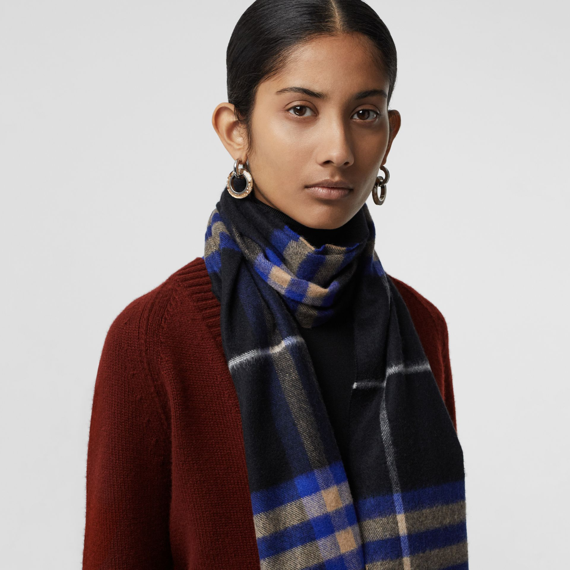 The Classic Check Cashmere Scarf in Bright Cobalt | Burberry United Kingdom - gallery image 5