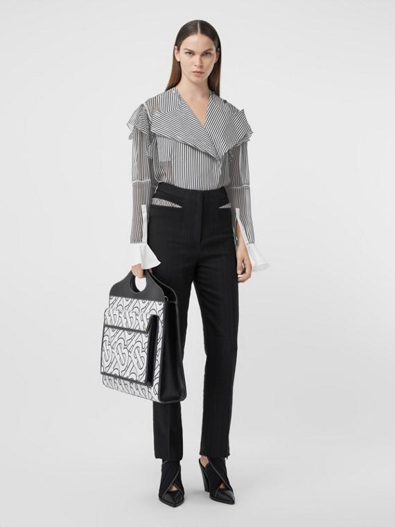Camisa listrada de chiffon de seda com detalhe franzido (Preto)