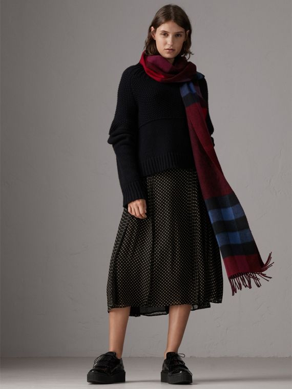 Reversible Check and Melange Cashmere Scarf in Parade Red | Burberry United Kingdom - cell image 2