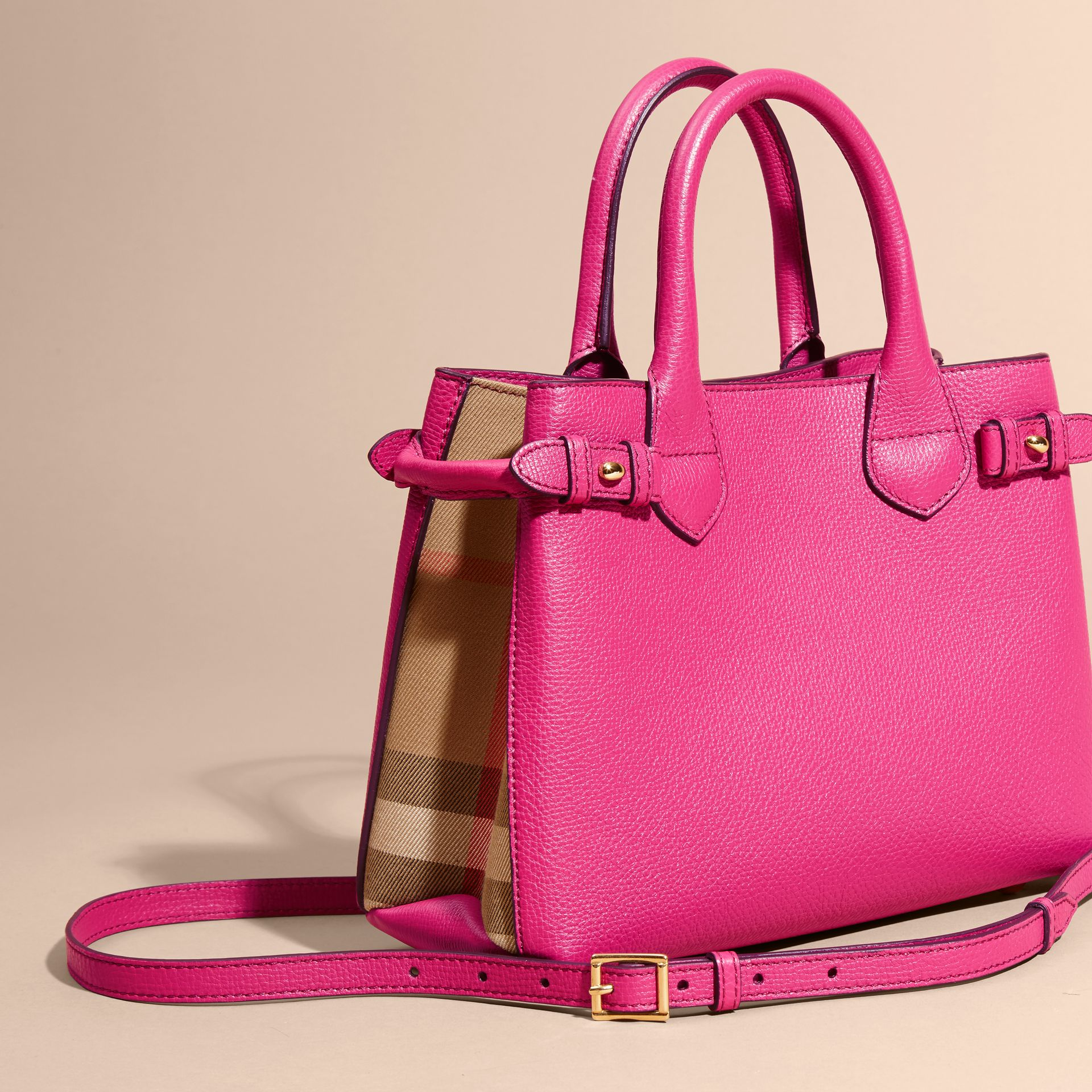 Fuchsia vif Petit sac The Banner en cuir et coton House check Fuchsia Vif - photo de la galerie 3