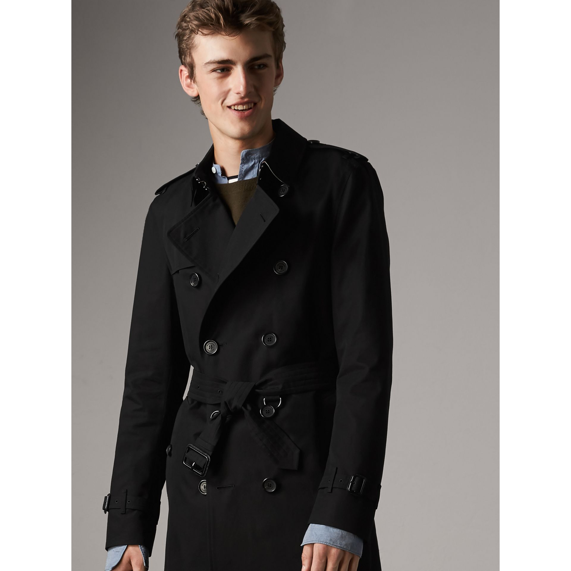 The Kensington – Long Trench Coat in Black - Men | Burberry - gallery image 6